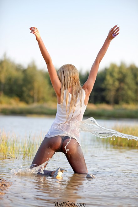 blonde wet girl wet hair get wet fully clothed t-shirt jacket leggings high heels lake