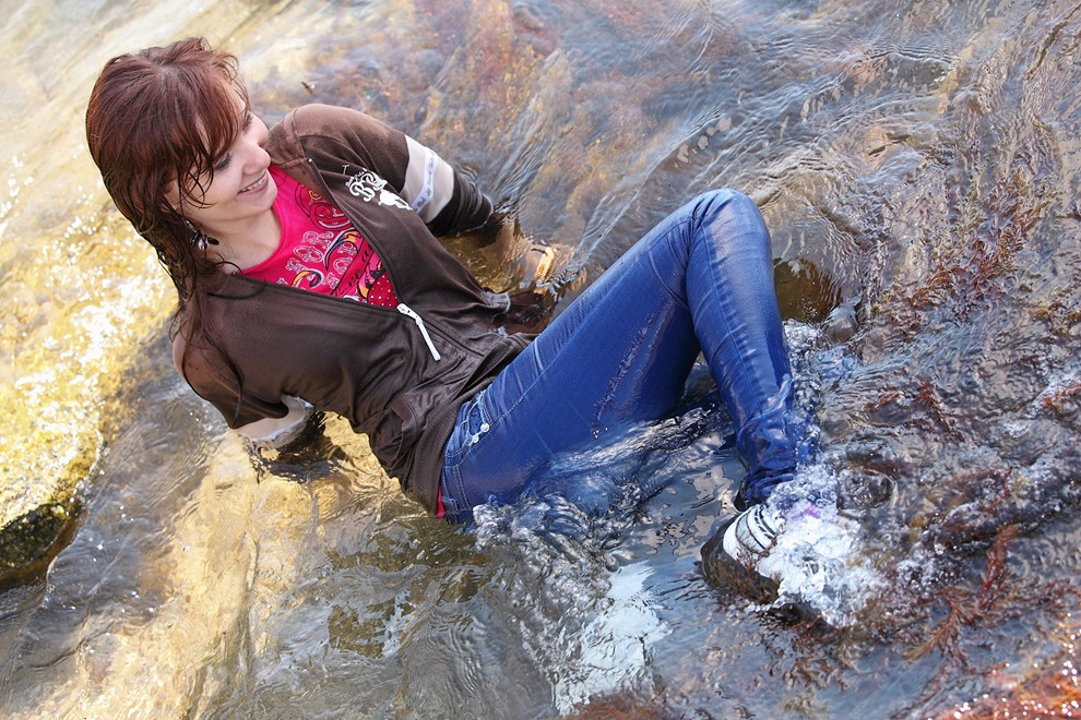 wet girl get wet wet hair swim fully clothed seater tight jeans t-shirt sneakers sea