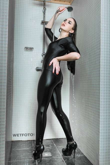 wetlook girl woman clothed wet black shiny leggings leotard bodysuit take shower long hair wetfoto