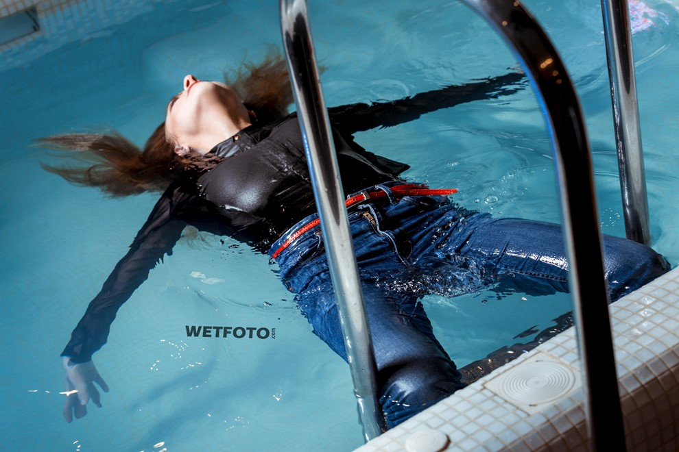 wetlook girl swims takes shower fully clothed wet hair wetfoto