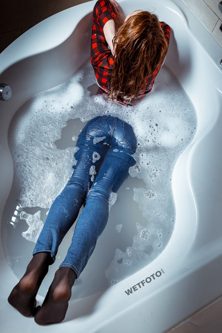 wetlook attractive wet fully clothed jeans girl playing with bath foam takes shower wetfoto