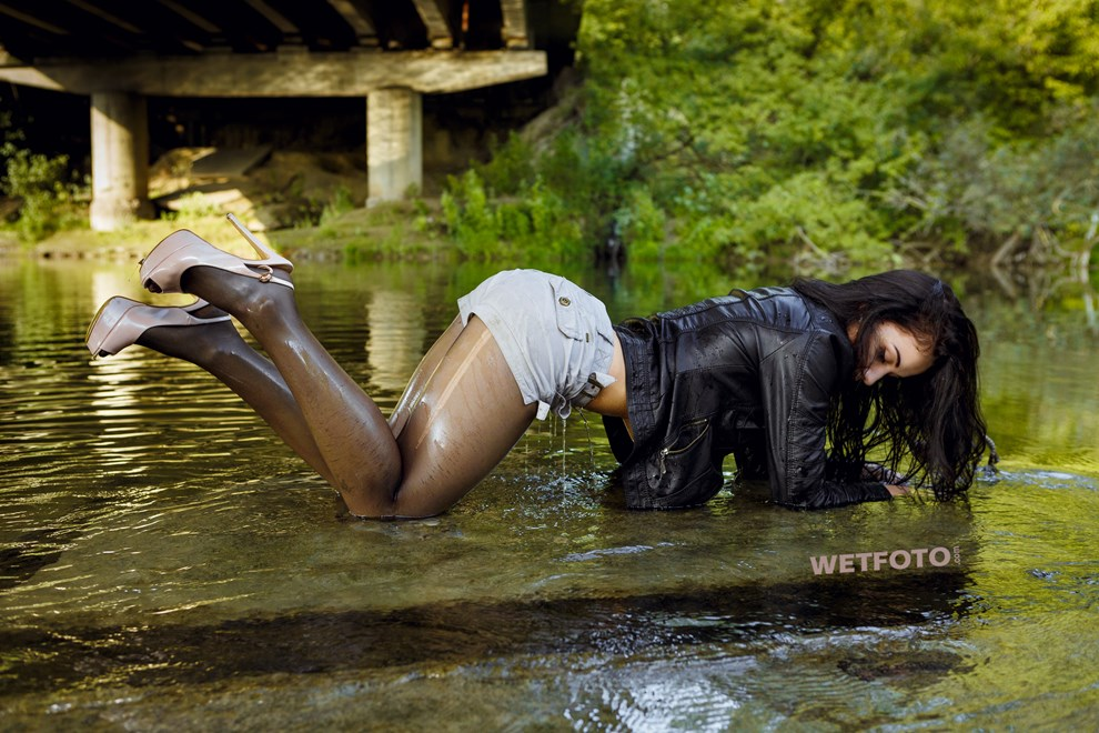 wetfoto wetlook flexible fully clothed girl dancing water