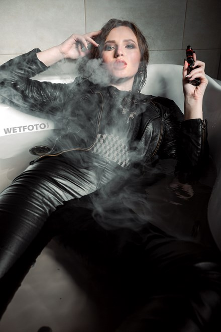 wetfoto wetlook sexy girl leather jacket leggings smokes wet jacuzzi