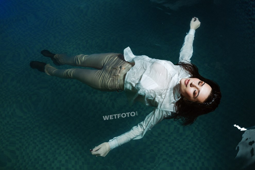 wetfoto wetlook video and photos fully clothed wet girl in pool