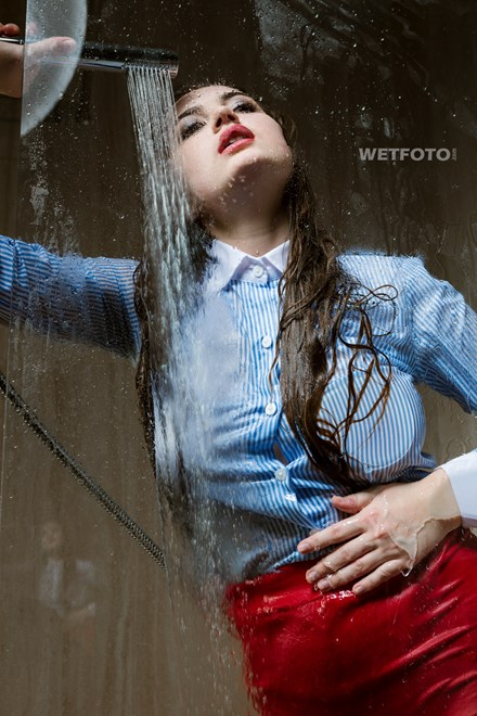 wetfoto wetlook by fully clothed sexy girl in shower