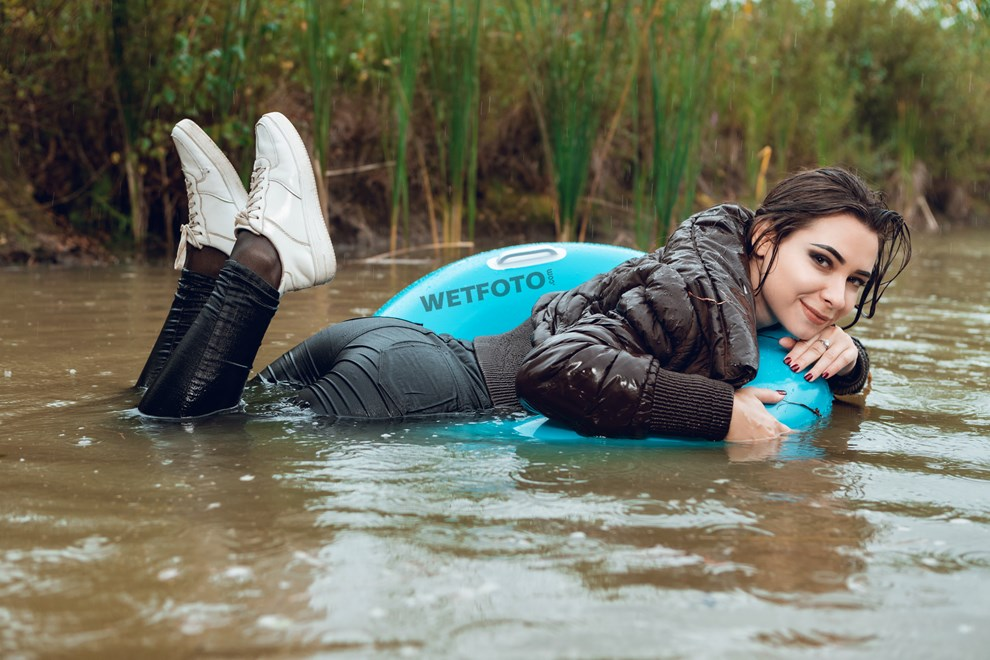 wetfoto wetlook young girl fully clothed swims under rain