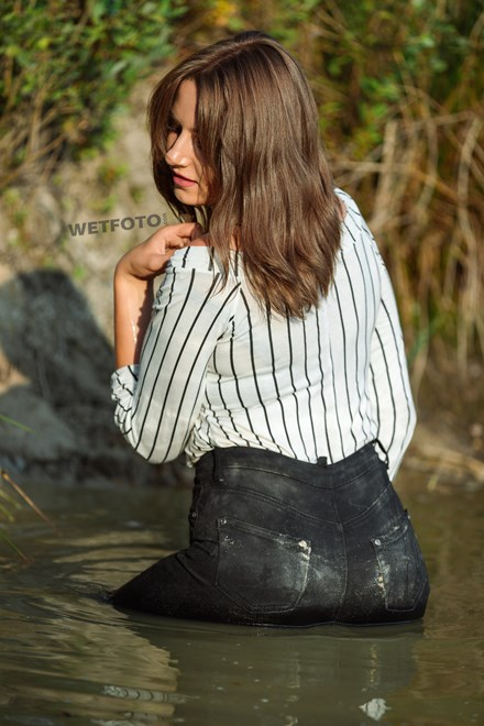 wetfoto wetlook active young girl swims fully dressed skinny jeans