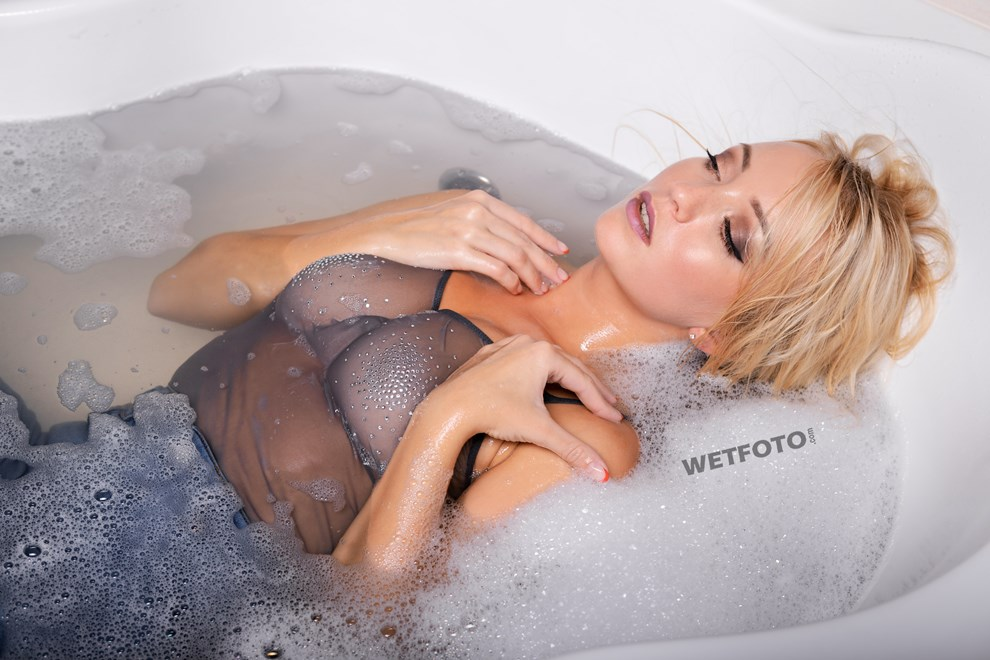 wetfoto blonde girl makes skinny jeans completely wet bath