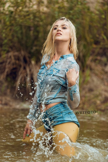 wetfoto girl makes her jeans clothes pantyhose soaking wet