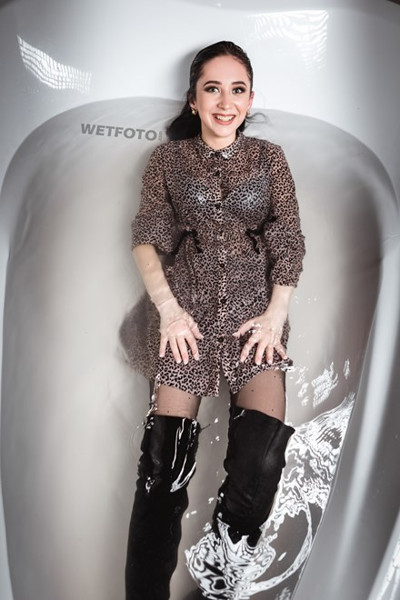 wetfoto wetlook girl takes bath dress boots pantyhose