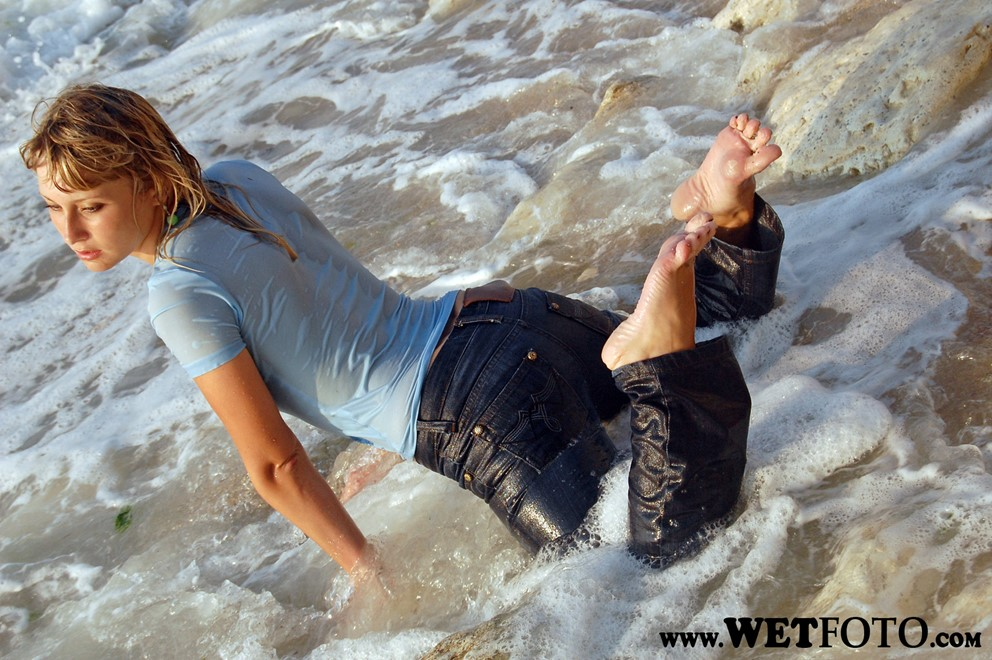 wet girl get wet wet hair fully clothed t-shirt jeans sea