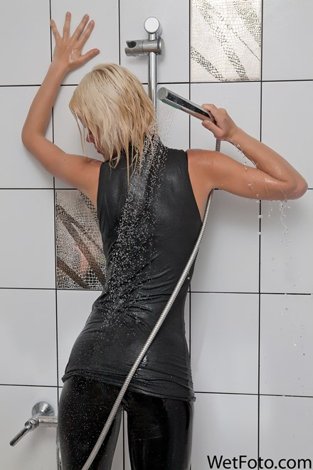 wetfoto irina blonde leggings