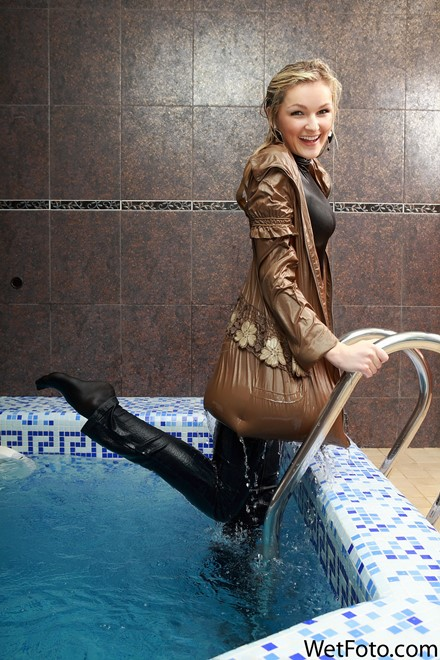 wet girl get wet wet hair swim fully clothed coat jeans sweater tights shoes heels jacuzzi