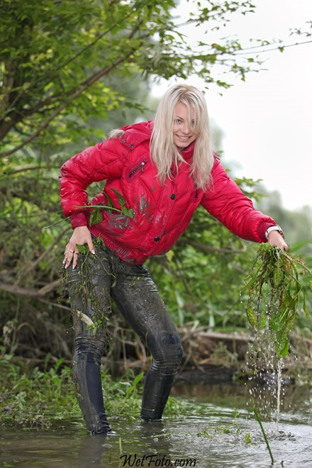 wet girl get wet fully clothed jacket jeans t-shirt shoes lake