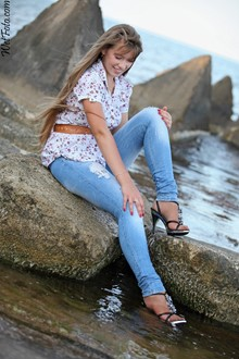 #191 - Wetlook by Long haired Girl in Tight Jeans, Flowered Blouse and High Heels