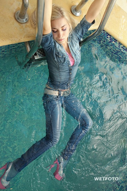 wet girl get wet wet hair fully clothed jacket denim jeans t-shirt tights shoes high heels jacuzzi