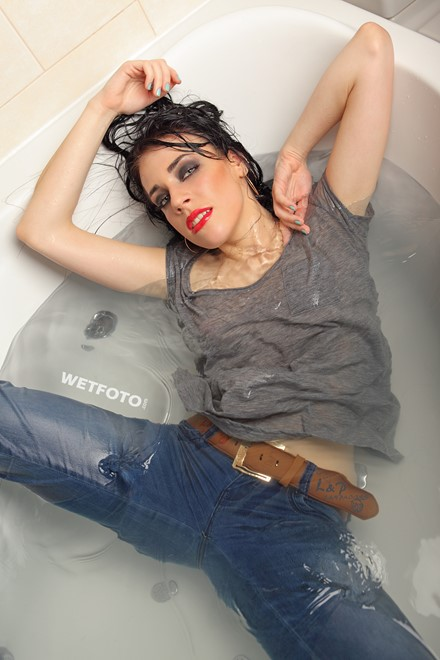 wet girl wet hair get wet t-shirt tight jeans jacuzzi