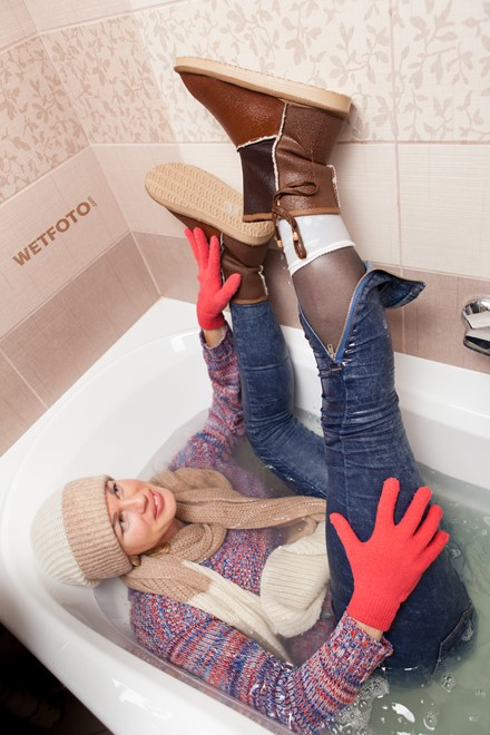 wet girl wet hair get wet sweater tight jeans scarf hat gloves tights socks high heels fully soaked jacuzzi bath