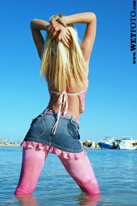 #35 - Sexy Blonde Girl in Pink Leggings and Golden Shoes Get Fully Wet on Sea