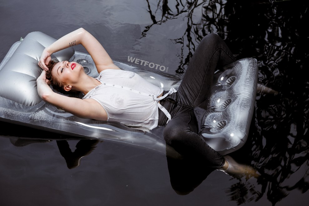 wetfoto wetlook girl swim get wet fully clothed water