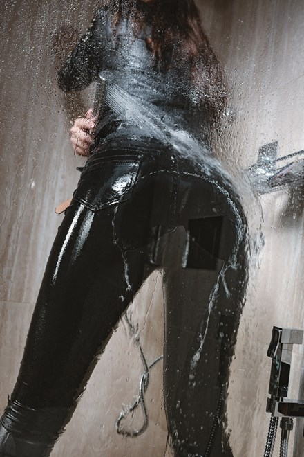 wetfoto wetlook hot girl get wet takes shower sexy jeans