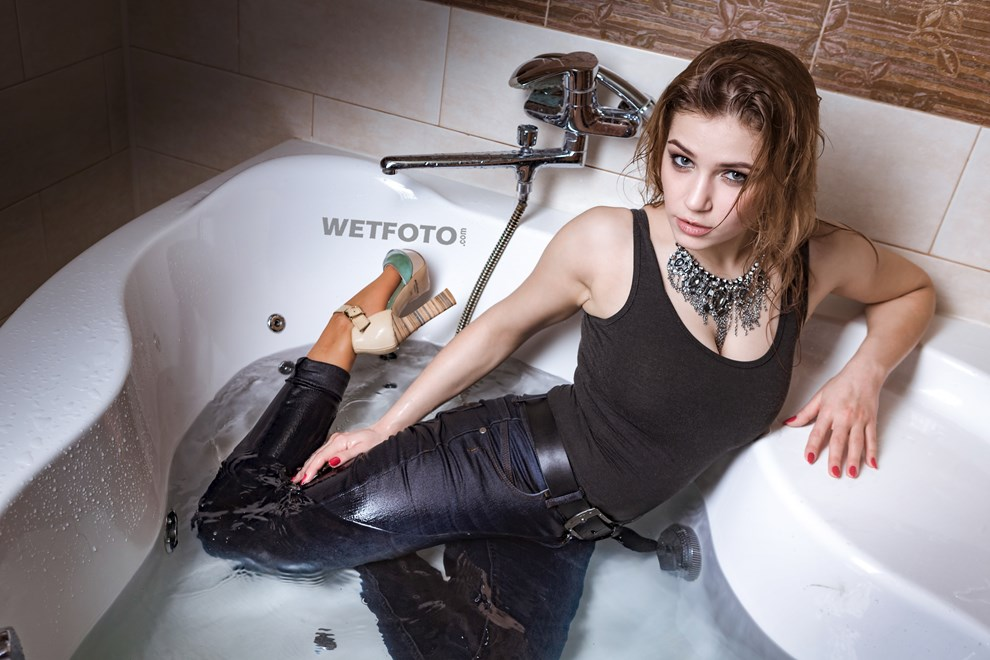 wetfoto wetlook sexy girl wet fully clothed bath shower