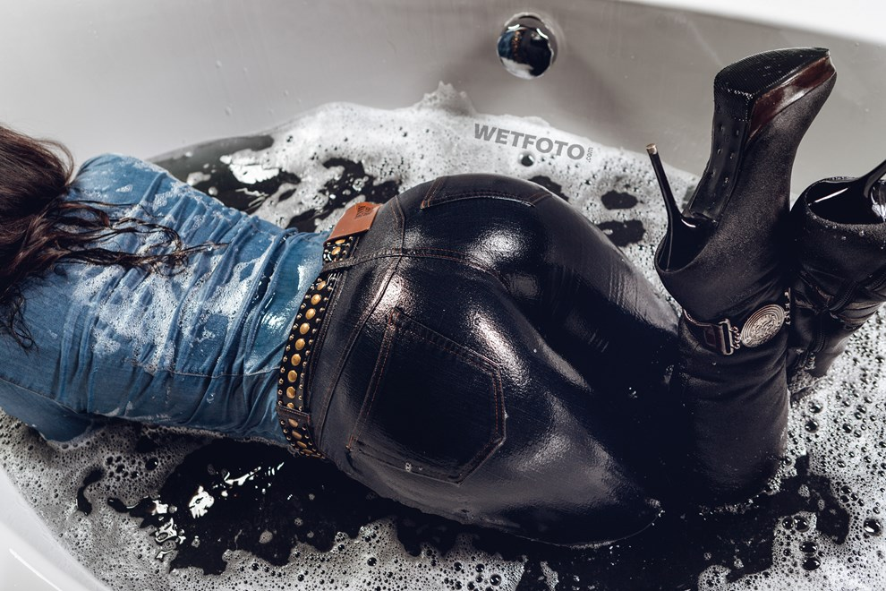 wetfoto wetlook girl tight jeans overall gets completely wet bath