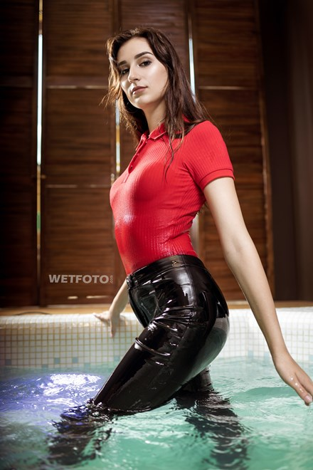 wetfoto wetlook girl swims get wet leather pants