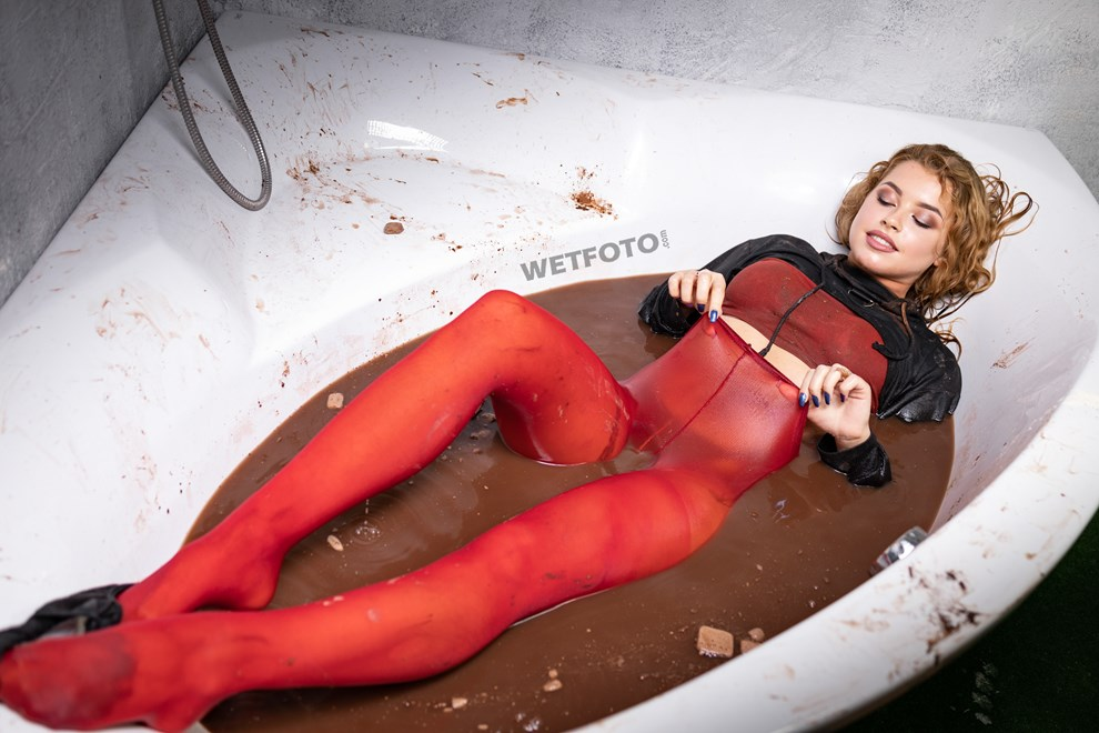 wetfoto cocoa chocolate bath dirty wet tights girl messy