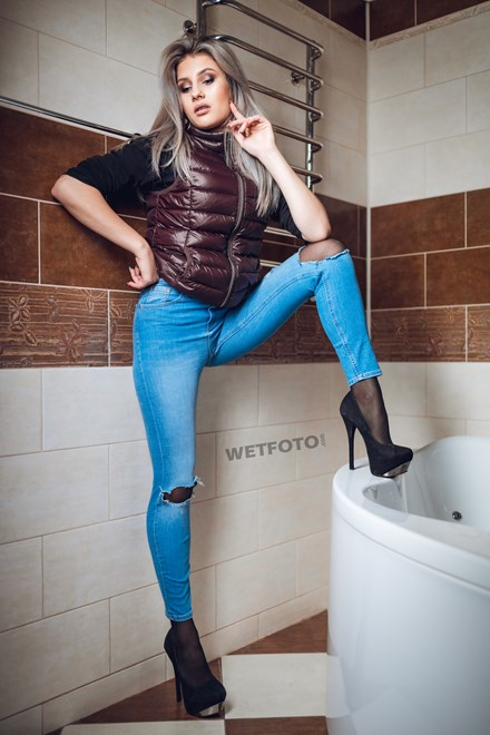 first time fully clothed girl wetlook bathroom wetfoto