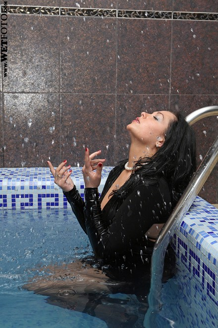 wet woman get wet wet hair fully clothed dress stockings high heels shoes jacuzzi
